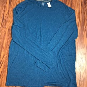 NWT Men's Old Navy long sleeve t shirt.